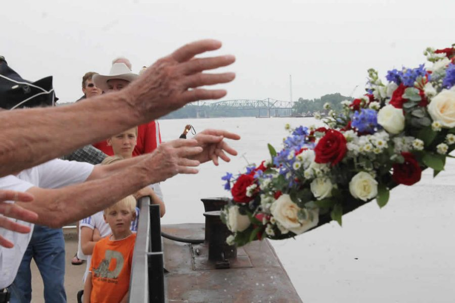 memorial+day+hand+image