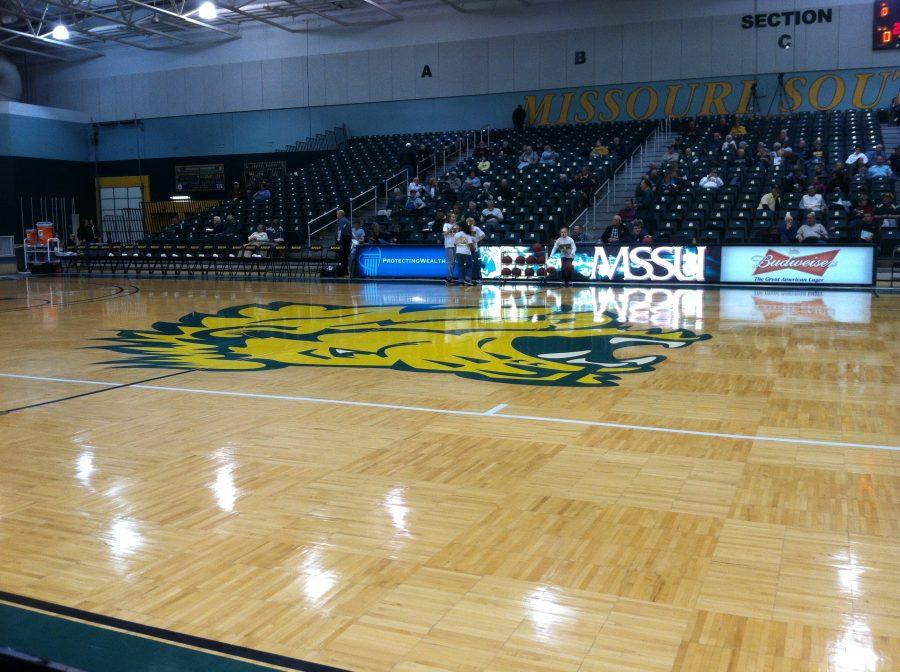 A+crowd+sits+through+a+45+minute+delay+before+yesterday%27s+women%27s+basketball+game+at+Missouri+Southern.+The+officials+were+late+getting+to+the+arena.