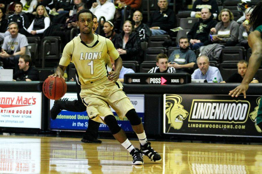 Men's basketball loses in first round of MIAA tourney