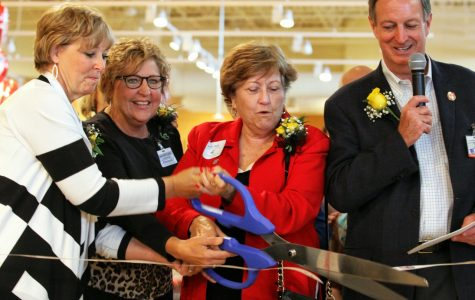 President Evans leads ribbon-cutting on Schnucks opening