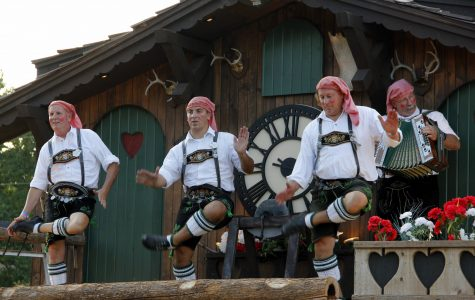 Authentic German costumes could be seen on the dancers performing at Oktoberfest in 2014.  <br>Photo by Romane Donadini</br>