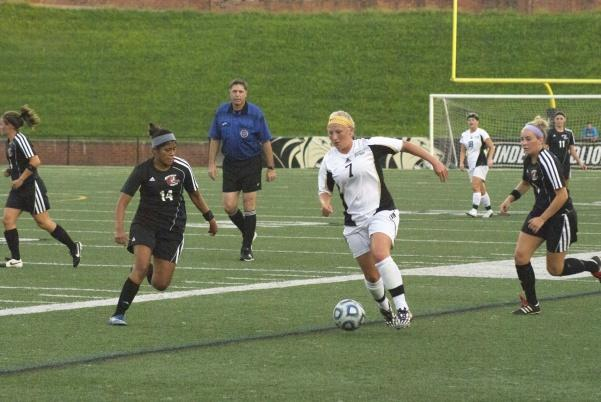 Forward Kat Roe splits two Maryville defenders in Thursday night's game.