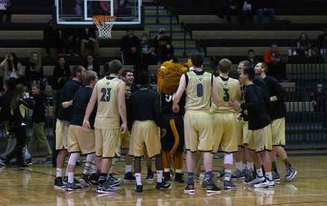 Men's basketball climbs MIAA standings with five straight wins