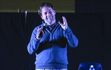 Mike Birbiglia brings awkward comedy to Homecoming show