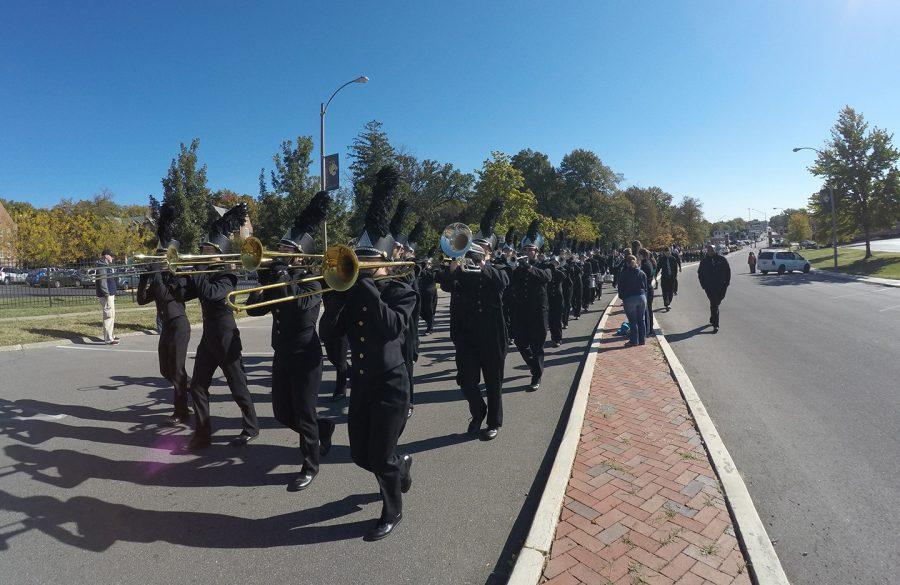 Lindenwood%27s+marching+band+makes+their+way+through+campus+for+the+2015+Homecoming+parade