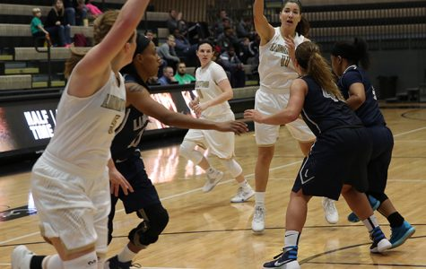 Women's basketball opens conference play with blowout win
