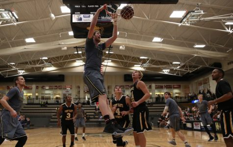 Men's basketball dominates Fort Hays in blowout win