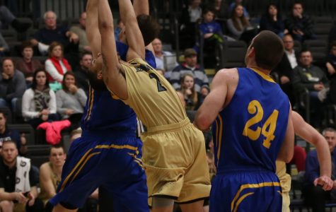 Men's basketball holds off comeback to earn third-straight win