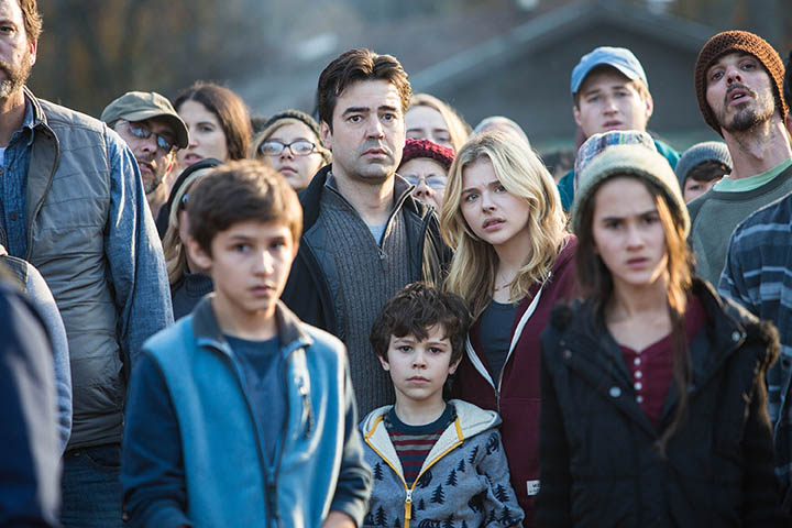 "Photo courtesy of Sony Pictures Entertainment Center, from left: Oliver (Ron Livingston), Cassie (Chloe Grace Moretz) and Sam Sullivan (Zackary Arthur) face the unknown in Sony's adaptation of Rick Yancey's ""The 5th Wave"""