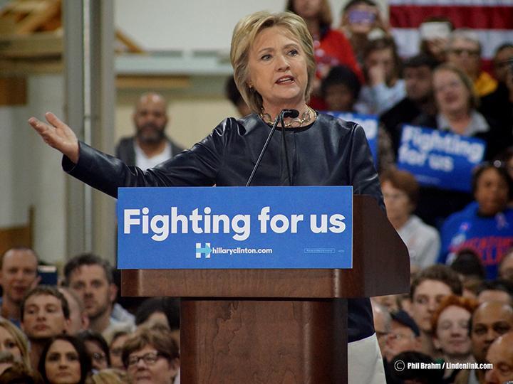 Hillary+Clinton+Speaks+in+St.+Louis