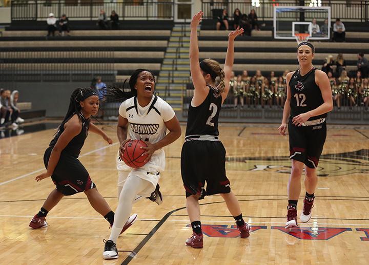 Women%27s+basketball+wins+close+battle+with+LU-Belleville