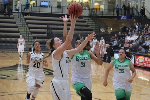 Women's basketball advances to MIAA semifinals
