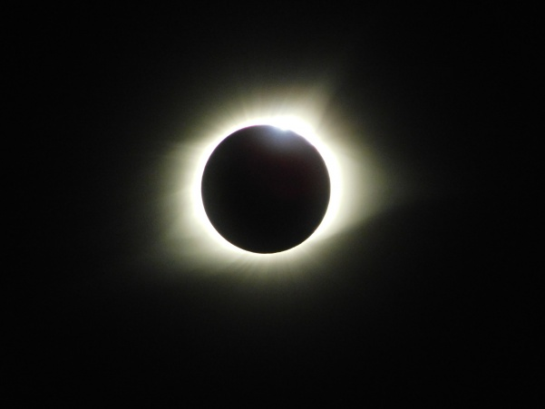 Total+solar+eclipse+in+Ballwin%2C+Missouri.+This+is+the+first+time+in+nearly+150+years+that+Missourians+are+in+the+zone+of+totality+for+a+solar+eclipse.+Photo+by+Kat+Owens+