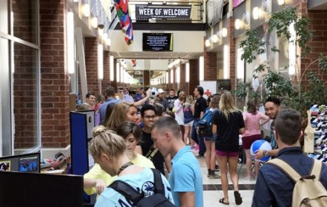Nestled between an entryway and the cafeteria In Evans Commons, the Fall 2017 Student Organization Fair featured over 20 clubs. Photos by Miguel Rincand.