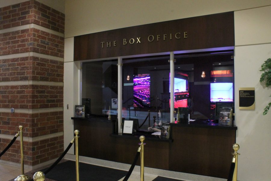 Lindenwood+box+office+is+located+in+the+lobby+of+the+J.+Scheidegger+Center.+It%27s+open+from+Monday+to+Friday+9+a.m.+to+5+p.m.+and+on+the+nights+of+shows+also+two+hours+prior+to+the+show.+++Photo+by+Essi+Auguste+Virtanen