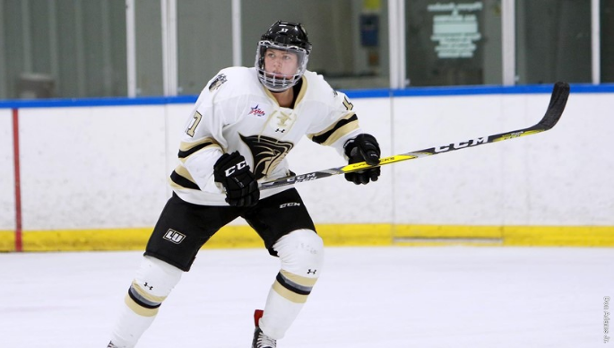 Lindenwood+women%27s+ice+hockey+player+Taylor+Girard+takes+the+ice.+%0A%3Cbr%3E%0APhoto+by+Don+Adams+Jr.