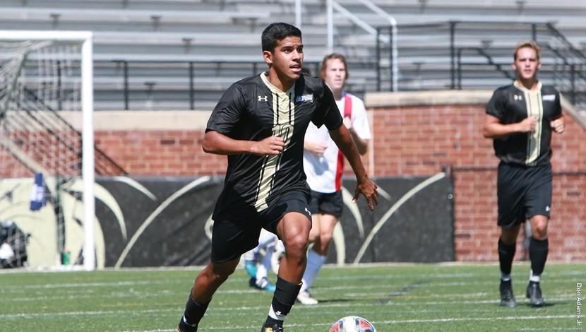 Gabriel+Jaimes+%2810%29+plays+against+Christian+Brothers+on+Sept.+10.+On+Wednesday%2C+Lindenwood++dominated+Oakland+City+by+the+score+of+6-0.%0A%0APhoto+Credit%3A+Lindenwood+Athletics