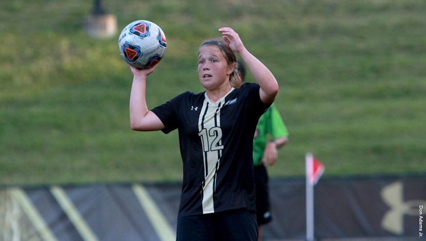 Senior+Forward+Kristin+Brewer+looks+for+someone+to+throw+to+during+a+game+this+season.+Lindenwood+fell+2-1+Sunday.+Photo+by+Lindenwood+Athletics+