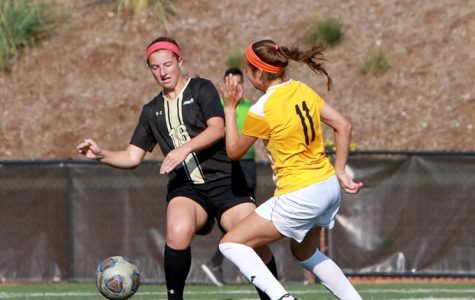 Women's soccer loses Friday, rebounds on Sunday