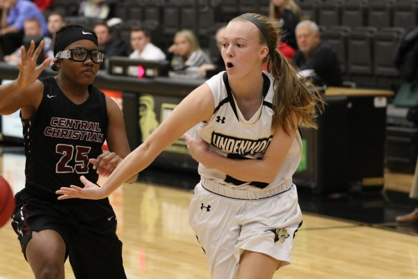 Lindsay+Medlen%2C+No.+30%2C+passes+the+ball+in+Lions%27+113-30+win+over+Central+Christian+College.+Medlen+finished+the+game+with+five+points+and+seven+assists.%0A%3Cbr%3E%0APhoto+by+Walker+Van+Wey