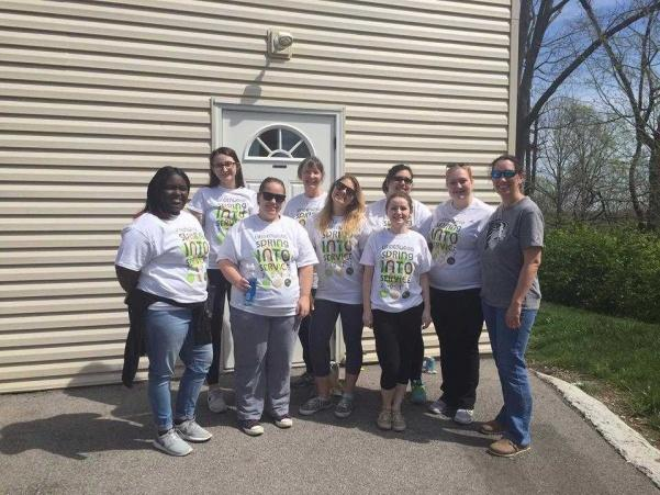 Psychology Interest Club during spring into service. From left to right Gerricka Johnson, Mariah Palmer, Kristine Garrett, Dr. Marilyn Patterson, Julia Thorne, Alfa Ramirez, Emily Doerfler, Claire Van Vranken. Photo used with permission from Emily Doerfler.
