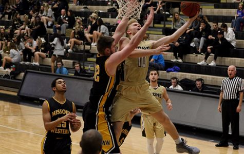 Men's basketball falls in first round of MIAA playoffs