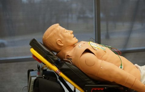 Lindenwood's paramedicine students are using high tech mannequins to practice medical procedures. <br> Photo by Mitchell Kraus