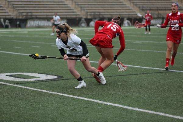 Lindenwood+women%27s+lacrosse+player+Shannon+Modl+runs+with+the+ball+against+Florida+Southern+College+at+Hunter+Stadium+on+Feb.+26%2C+2017.+%3Cbr%2F%3E+Photo+by+Carly+Fristoe