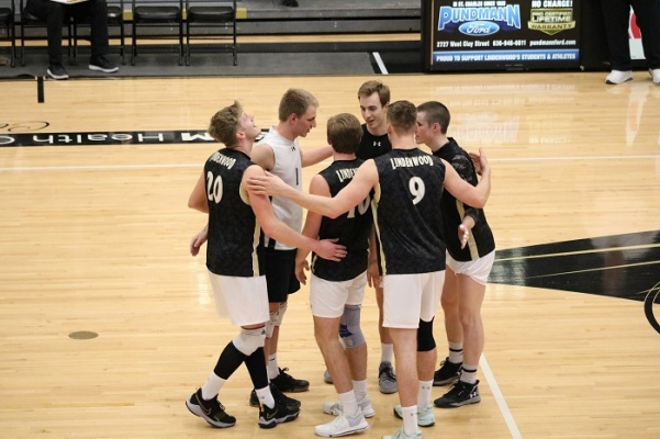 Lindenwood+men%27s+volleyball+players+celebrate+scoring+a+point+against+Fort+Wayne+University+in+Hyland+Arena+on+Feb.+23%2C+2018.%0A+Photo+by+Mitch+Kraus