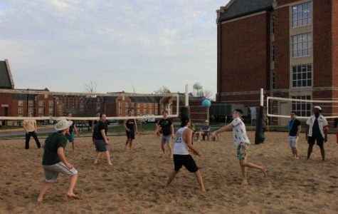 Students play sand volleyball during Lindenwood Student Government's first luau. Chips, salsa, guacamole and mocktails were provided for attendees. <br> Photo by Lindsey Fiala