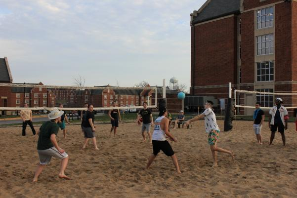 Students+play+sand+volleyball+during+Lindenwood+Student+Government%27s+first+luau.+Chips%2C+salsa%2C+guacamole+and+mocktails+were+provided+for+attendees.++Photo+by+Lindsey+Fiala