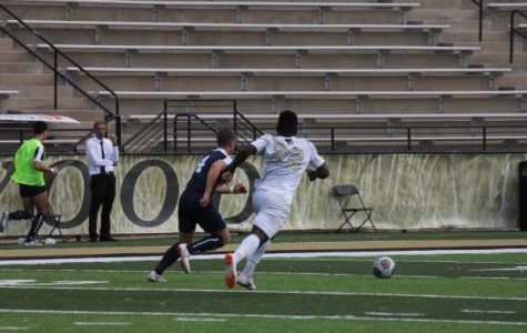 Men's soccer loses 2-1 at Fort Hays State