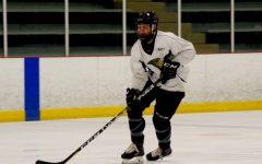 Men's ice hockey split weekend matches to open the season