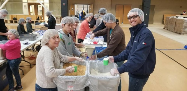 Volunteers from International Student Fellowship and international students pack meals during Kids Against Hunger event at Evans Commons gym on Nov. 3.  Photo by Sandy Leegumjorn