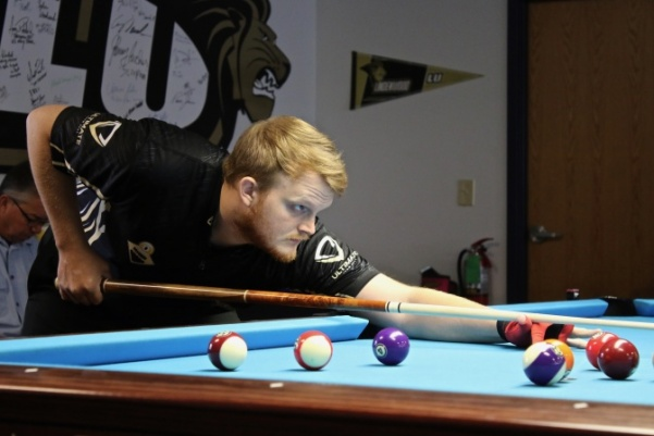 Hunter+Davis+prepares+to+shoot+during+competition+against+the+Melton%27s+Maulers+in+October+at+the+Billiards+Arena+in+Lindenwood.++Photo+by+Merlina+San+Nicol%C3%A1s