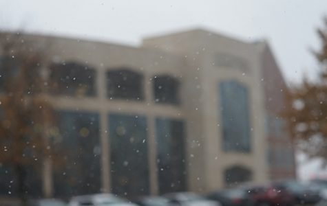 Snow falls in front of the Library and Academic Resources Center on Nov. 12, 2018. <br> Photo by Mitchell Kraus