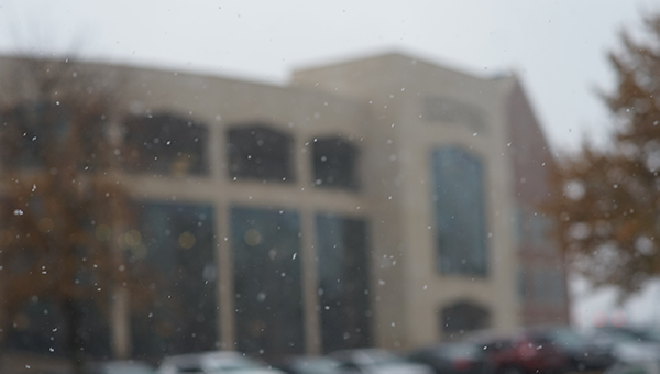 Snow falls in front of the Library and Academic Resources Center on Nov. 12, 2018.  Photo by Mitchell Kraus