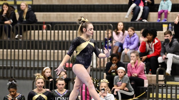 Samantha Borges performs on the beam at the Hyland Arena.  Photo by Merlina San Nicolás