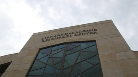 Lindenwood to stick with new college system plan