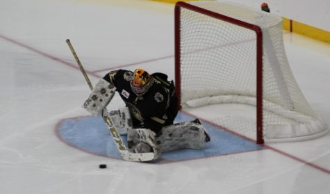 Men's hockey overcomes Cyclones to remain undefeated