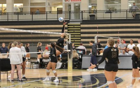 Women's volleyball falls on last game of Lindenwood Invitational, breaking winning streak