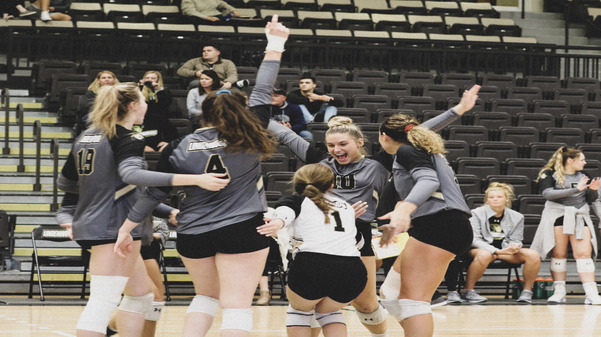 Archive%3A+The+Lindenwood+women%27s+volleyball+team+celebrates+after+winning+a+point+during+a+match+in+the+2018+season.+%3Cbr%2F%3E+Photo+by+Merlina+San+Nicol%C3%A1s.