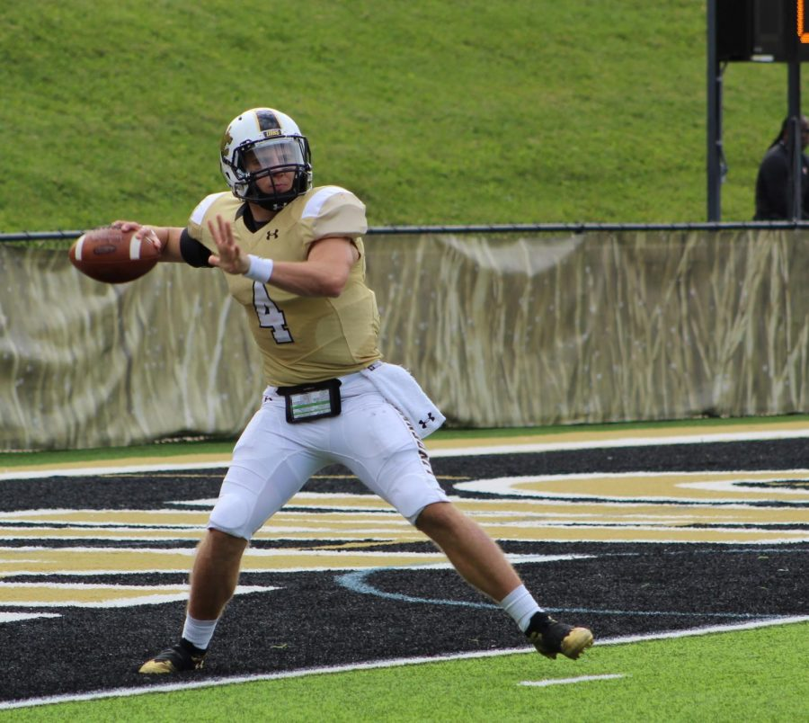Lindenwood+quarterback+Cade+Brister+during+the+game+against+Saginaw+Valley+State.++%3Cbr%3E+Photo+by+Caleb+Riordan
