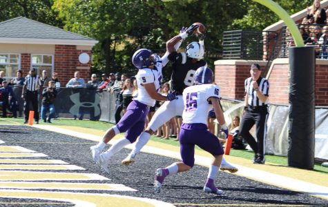 Football wins in exciting fashion during Homecoming day