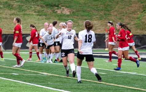 Women's soccer sweeps weekend matches
