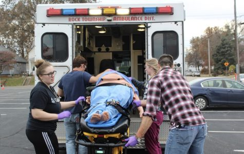 Real experience, real intensity: Students spend 3 days simulating emergency calls