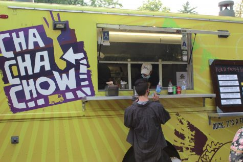 Student placing their order with the Cha Cha Chow food truck.