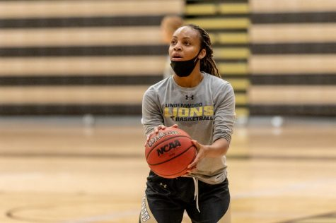 Senior guard Hennessey Handy prepares to attempt a free throw during a women